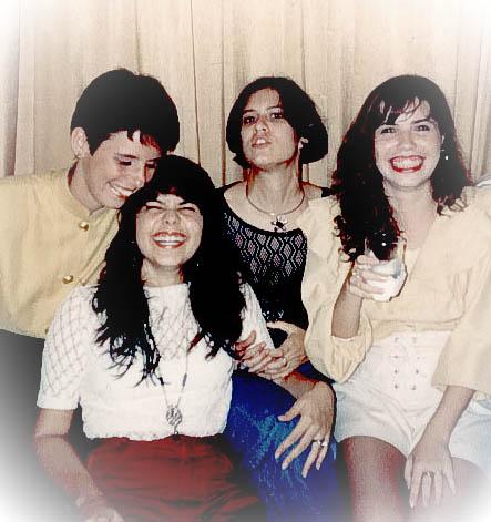 Maritza, Euzinha, Hazel(a inspiração) e Indira - Foto tirada em Janeiro/1993 em meu niver.